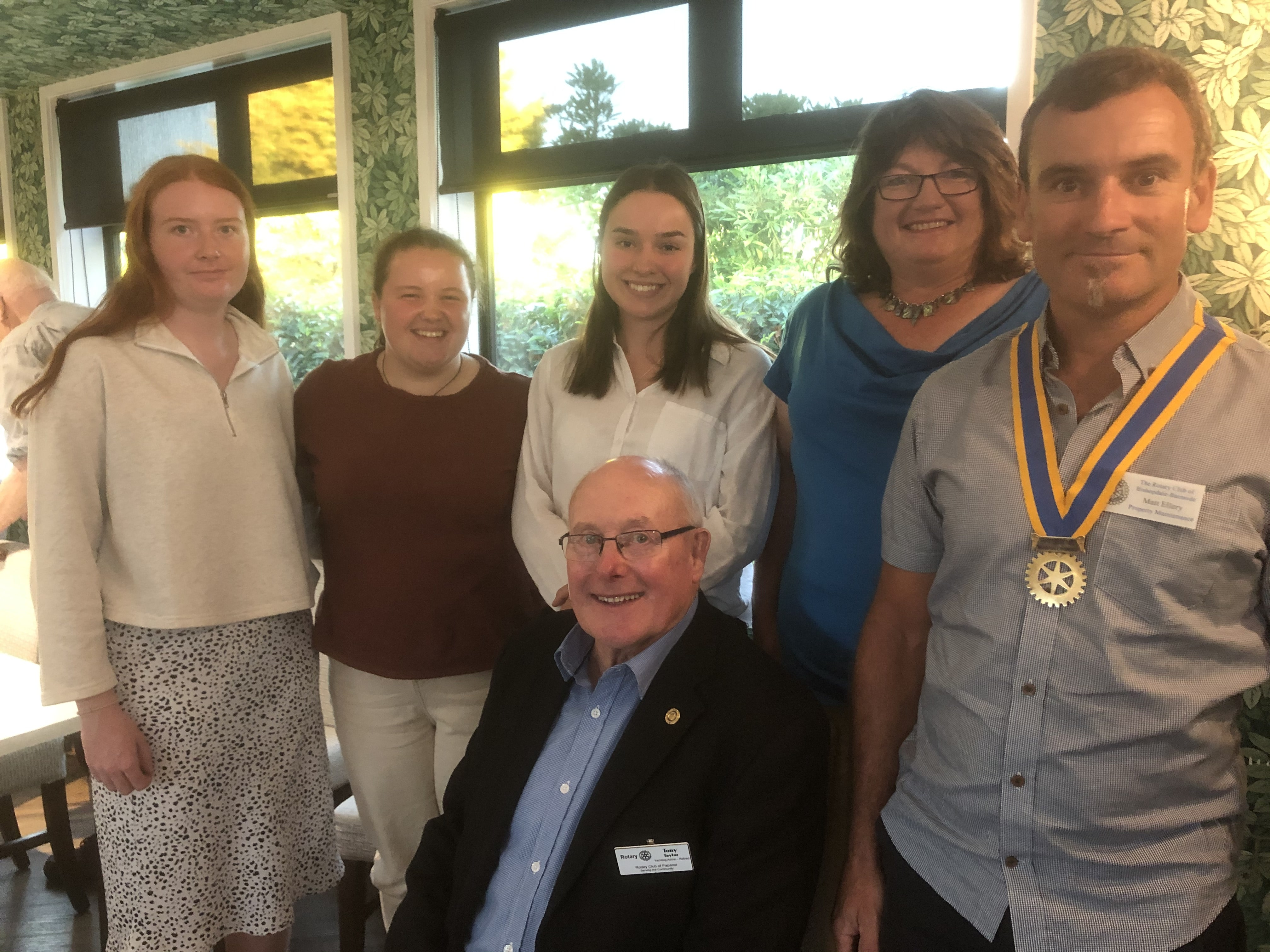 2021 Associates with District co-ordinators and 2020/21 Club President